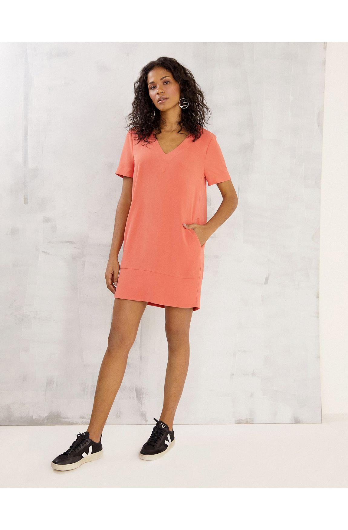 T-shirt dress decote v