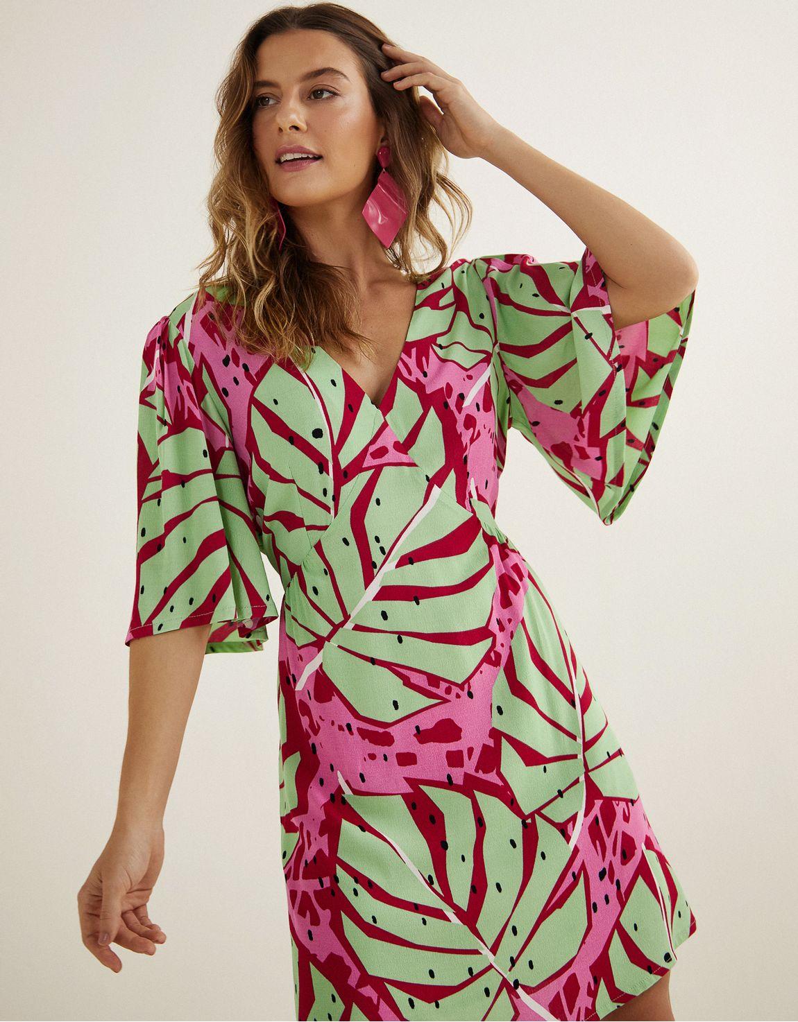 Vestido recorte v estampado