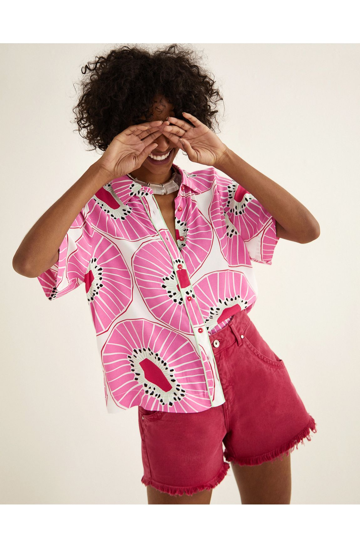 Camisa ampla viscose estampa kiwi
