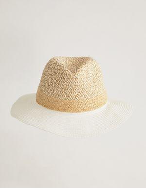 Chapéu palha e papel trancado