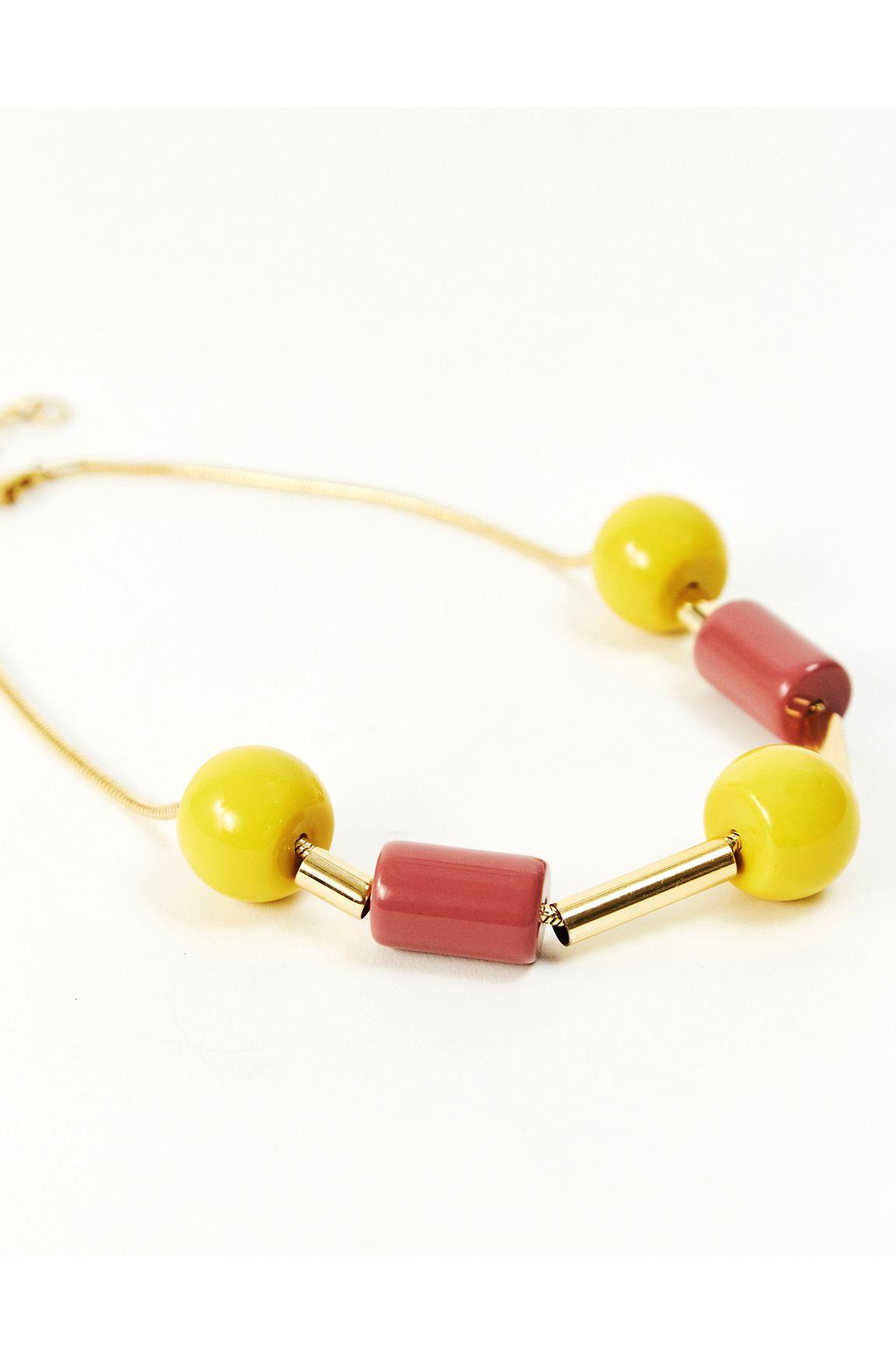 Colar curto resina amarela com nude