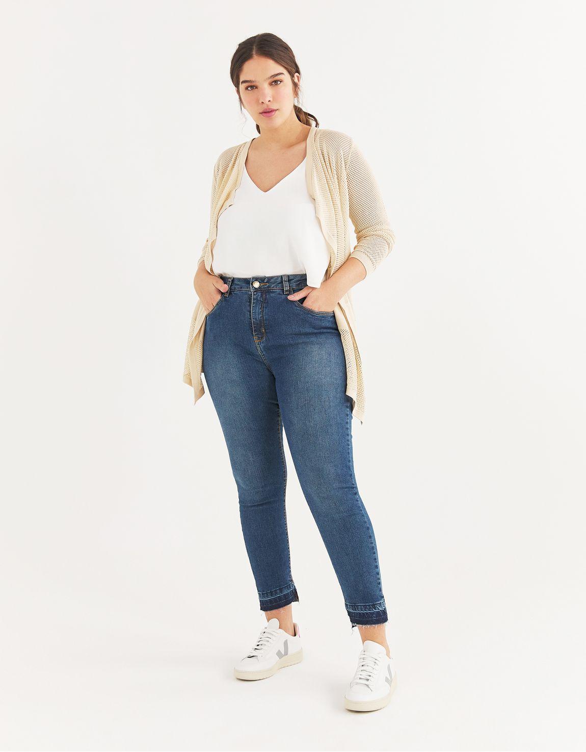 Calça jeans skinny barra desnivelada