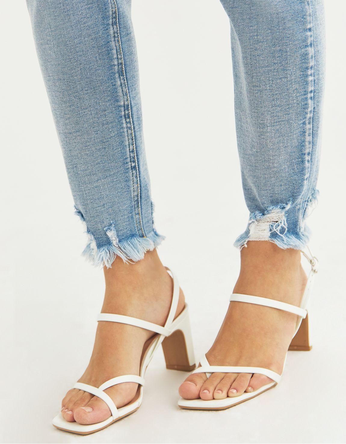Calça jeans skinny clara barra puida