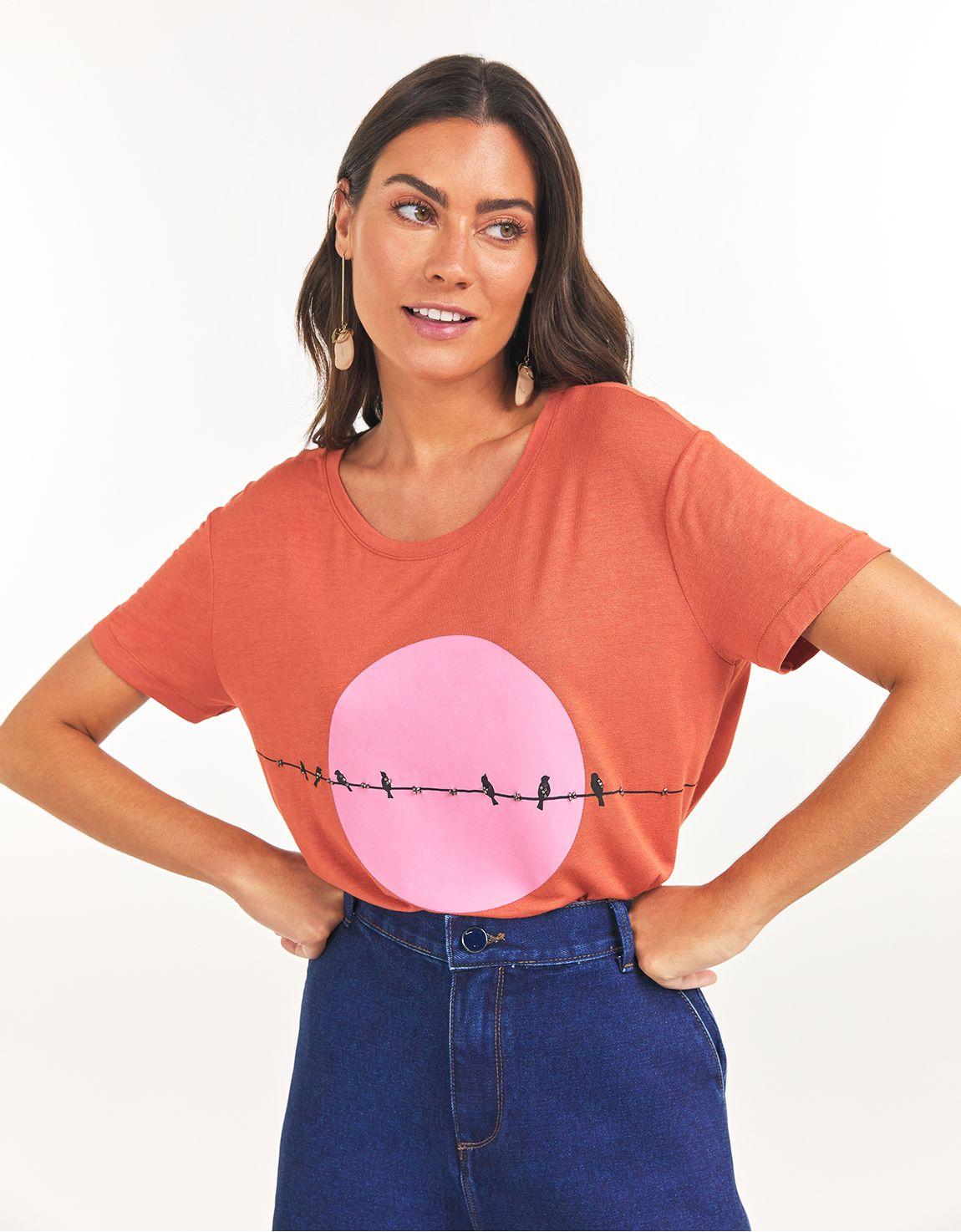 T-shirt passaros bordados
