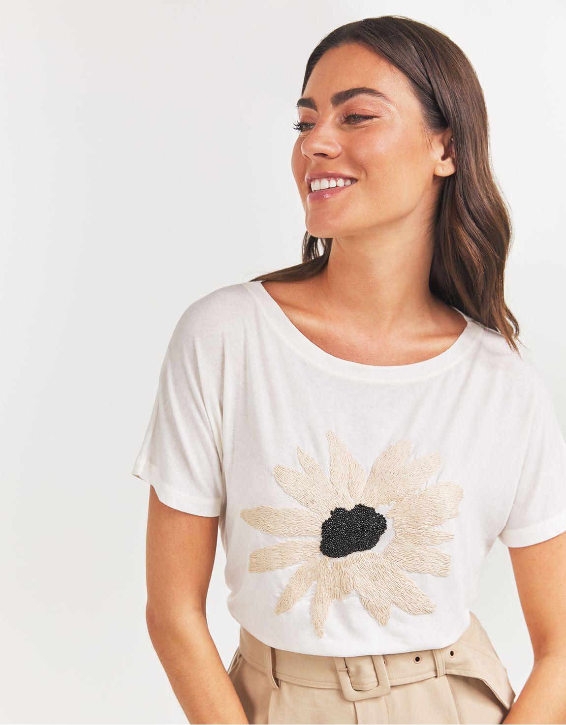 T-shirt margarida bordada