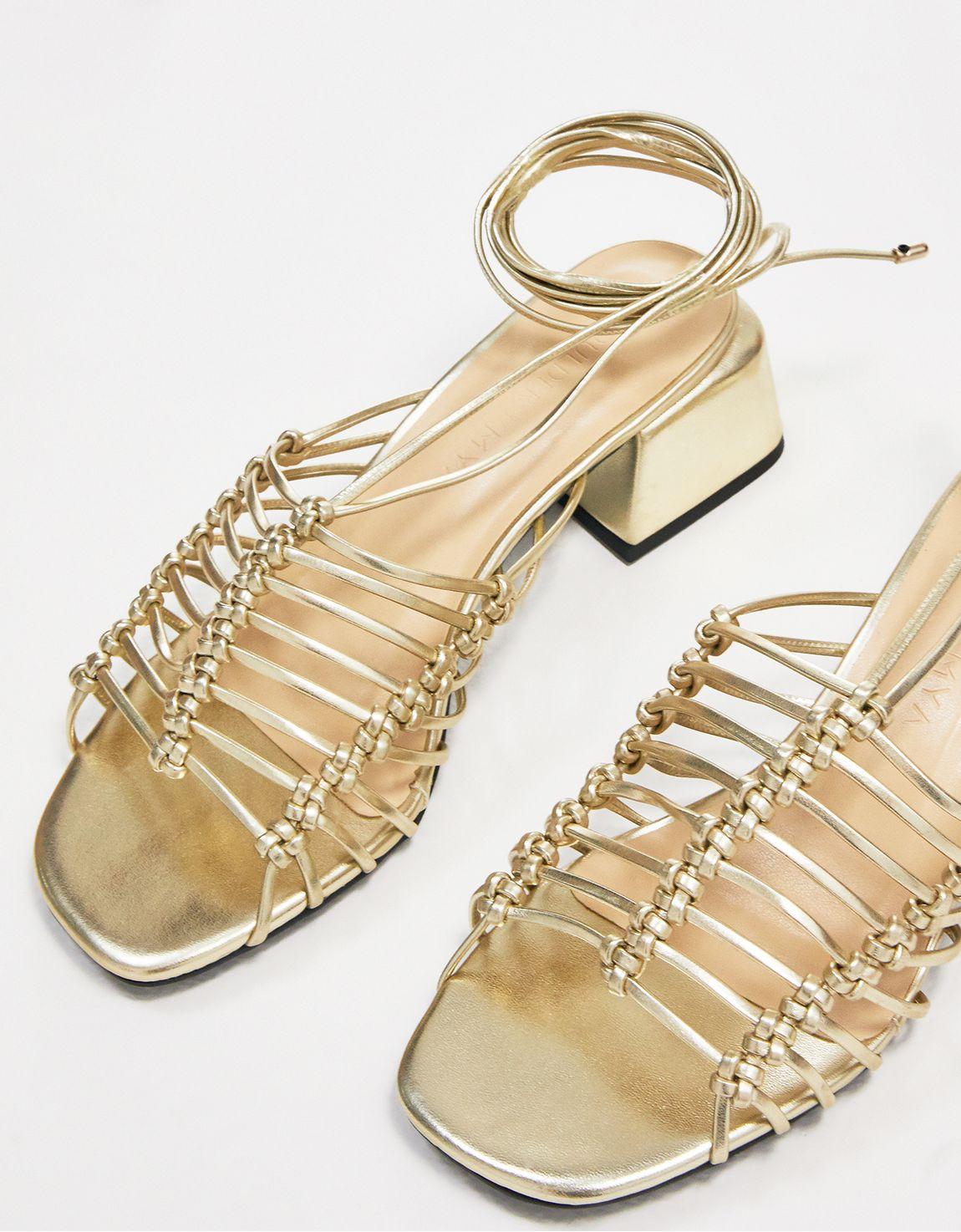 Sandália salto bloco tiras douradas
